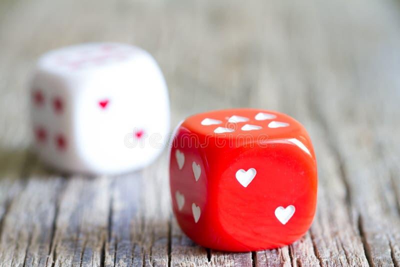 Fondo del extracto del día de tarjetas del día de San Valentín del corazón del amor de los dados imagen de archivo libre de regalías