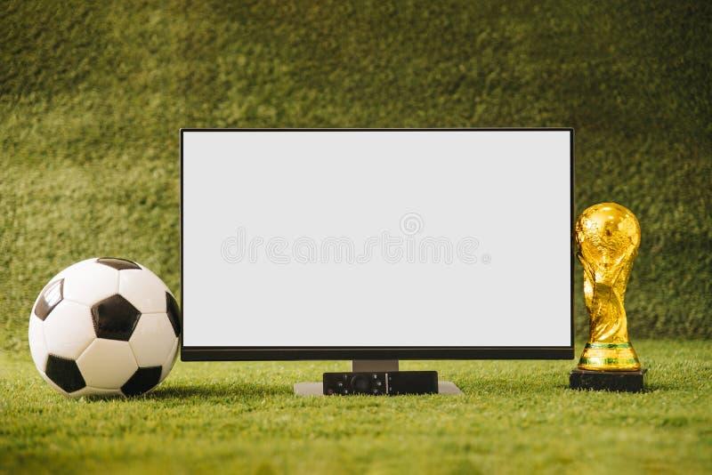 Fondo del fútbol con la TV 2018 tazas foto de archivo