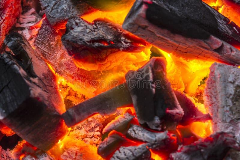 Fondo del fuego de la quemadura del carbón de leña imagen de archivo