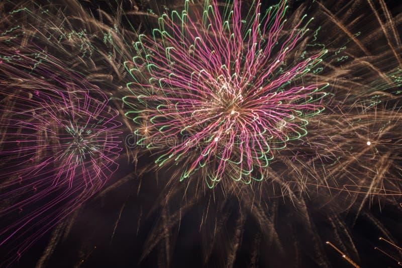 Fondo del fuoco d'artificio colorato estratto immagine stock libera da diritti