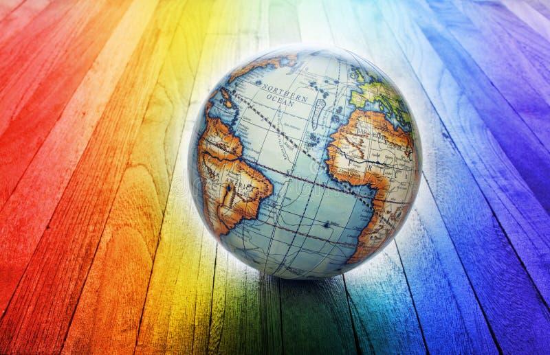 Fondo del globo del arco iris del mundo imagenes de archivo