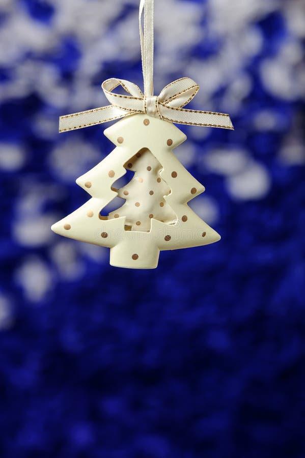 Fondo del invierno Feliz Navidad y tarjeta de felicitación de la Feliz Año Nuevo con el copia-espacio Árbol de navidad con las de imagenes de archivo