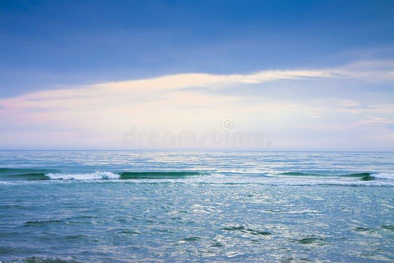Fondo del mare calmo - immagine tonificata con lo spcace della copia fotografia stock