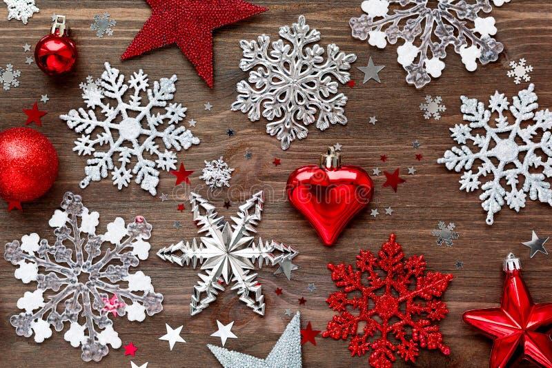 Fondo del nuovo anno e di natale con le decorazioni - Le decorazioni di natale ...
