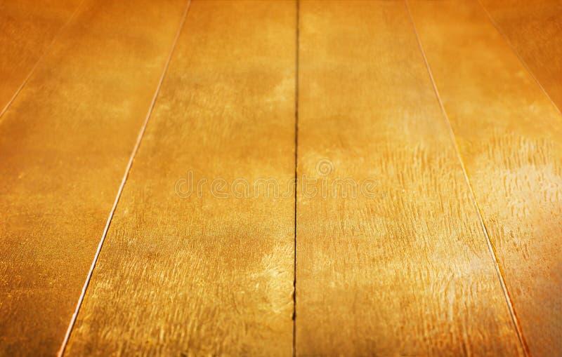 Fondo del oro Textura rústica pintada de madera de oro de la tabla fotos de archivo