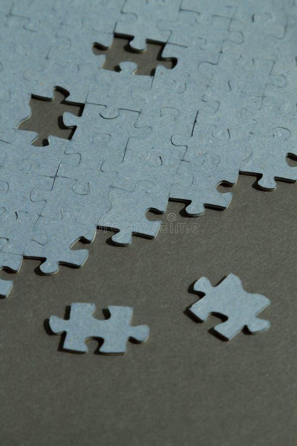 Fondo del puzzle con due pezzi da  immagini stock libere da diritti