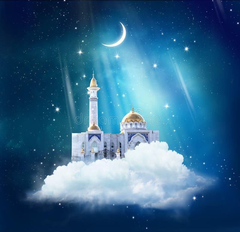 Fondo del Ramadan con la moschea in cielo fotografia stock libera da diritti