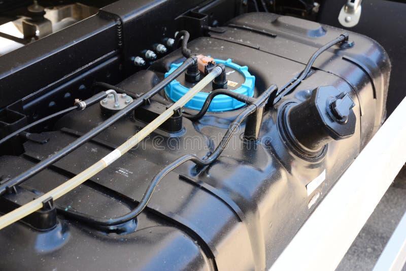 Fondo del serbatoio di combustibile del camion Una vista del serbatoio di benzina o del serbatoio di combustibile fotografia stock