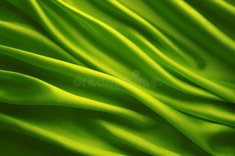 Fondo del tessuto di seta, panno d'ondeggiamento verde immagini stock libere da diritti