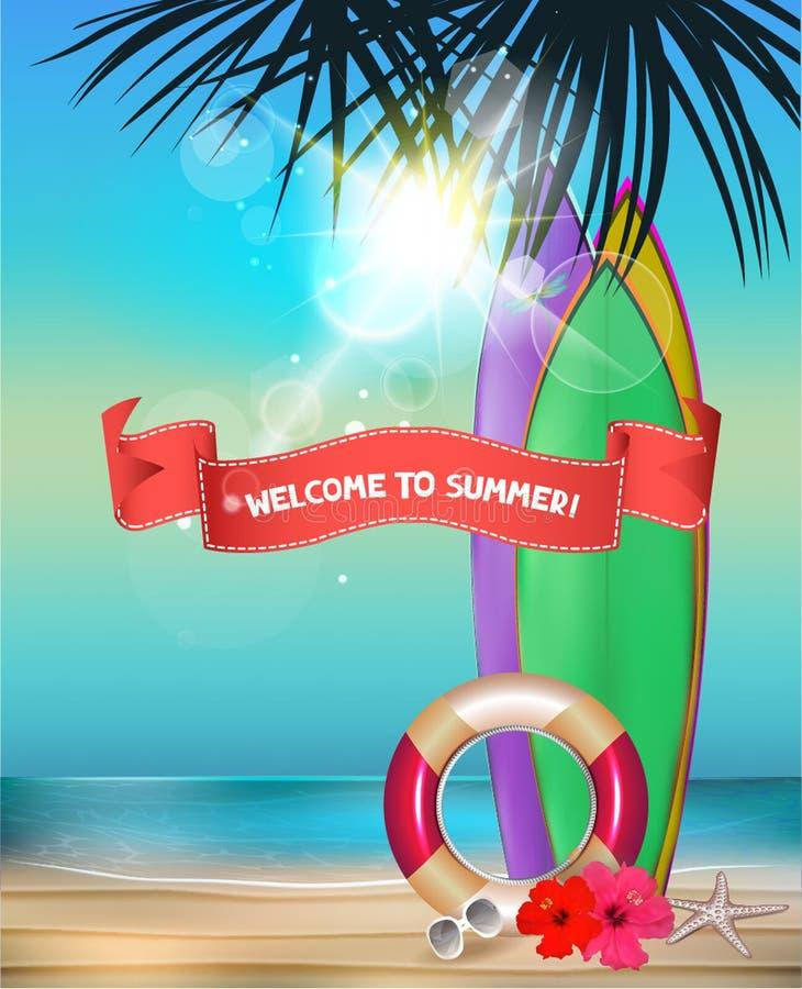 Fondo del verano con la playa, las tablas hawaianas, las siluetas de la palmera y las flores ilustración del vector