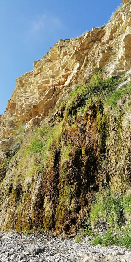 Fondo del verano Fenómeno natural único - las rocas gritadoras foto de archivo