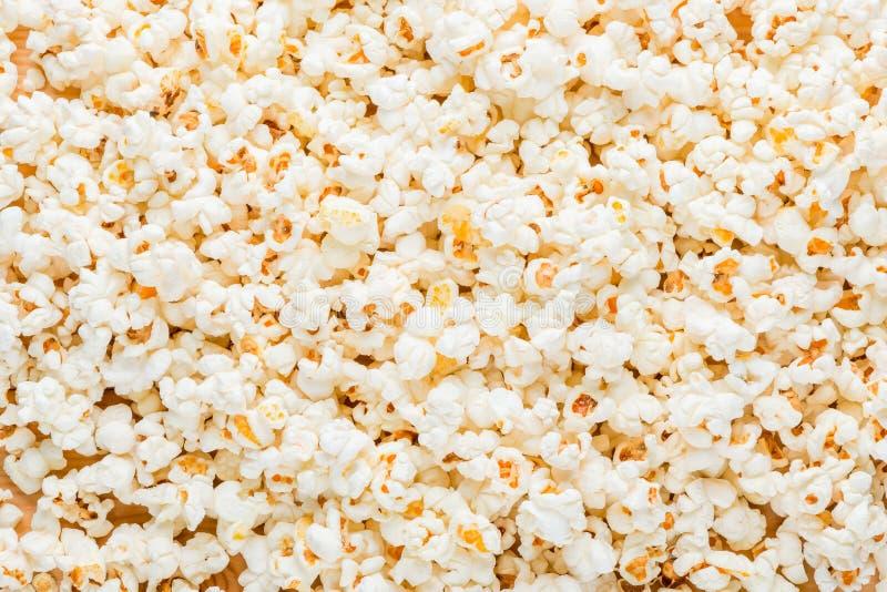fondo dell'alimento - popcorn salato cucinato fotografie stock libere da diritti