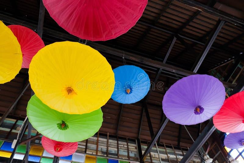 Fondo dell'ombrello indigeno tailandese immagine stock libera da diritti