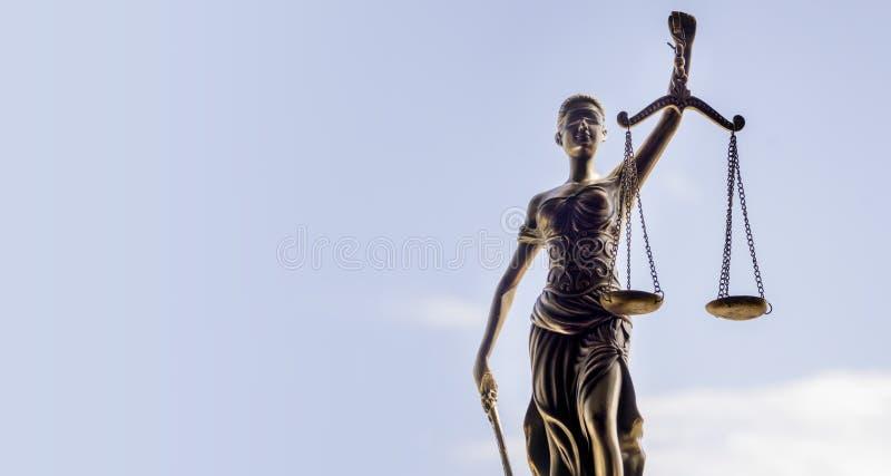 Fondo della bilancia della giustizia - concetto legale di legge fotografie stock libere da diritti