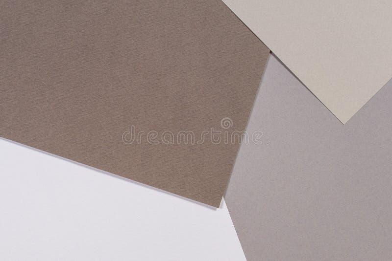 Fondo della composizione nella geometria delle carte di colore con i toni bianchi grigi e marroni fotografia stock