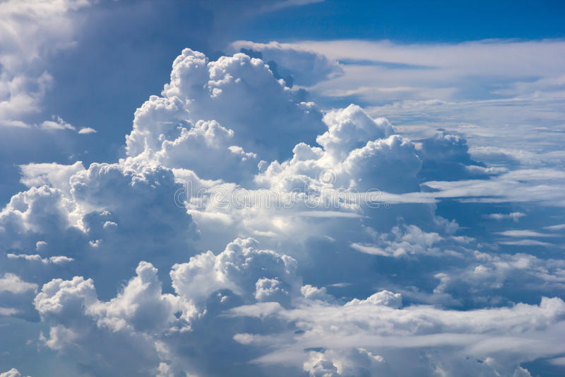 Fondo della nuvola del cielo blu immagine stock