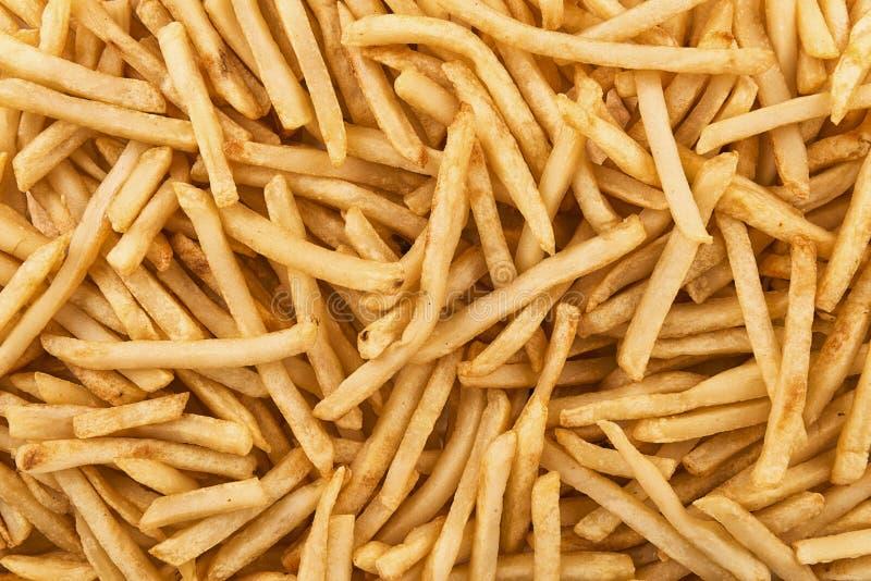 Fondo della pila di patate fritte croccanti, direttamente sopra immagini stock libere da diritti