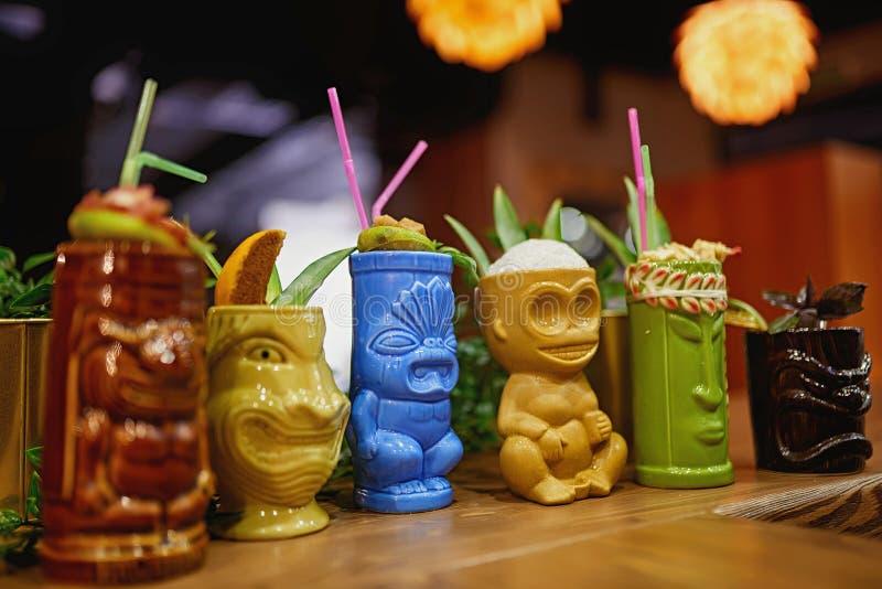 Fondo della sfuocatura di Tiki Cocktail fotografie stock