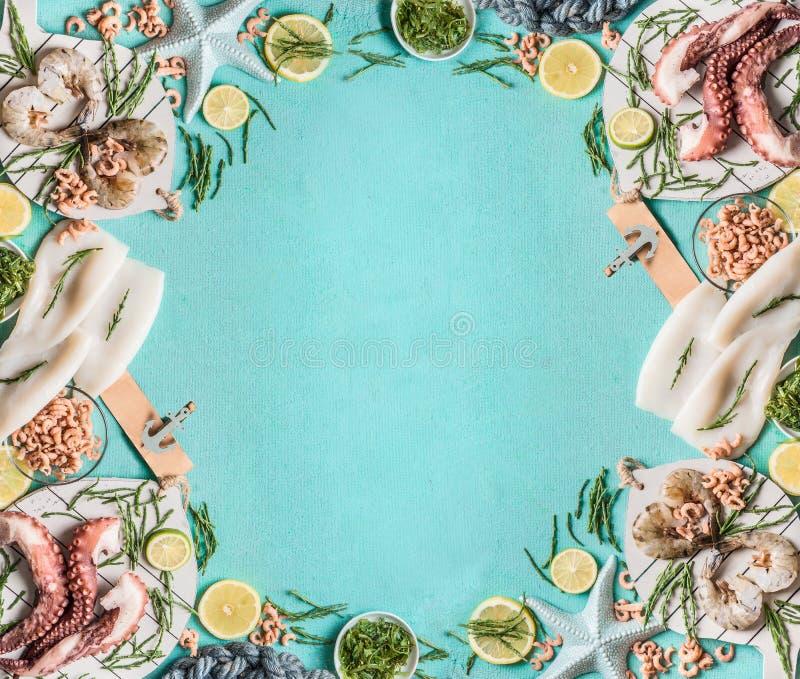 Fondo della struttura dei frutti di mare con il calamaro, gamberetto della tigre o del gamberetto, polipo, granchi del Mare del N immagini stock libere da diritti