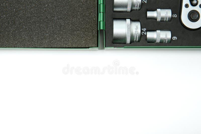 Fondo delle chiavi a bussola in un caso con gomma espansa con lo spazio della copia fotografia stock libera da diritti