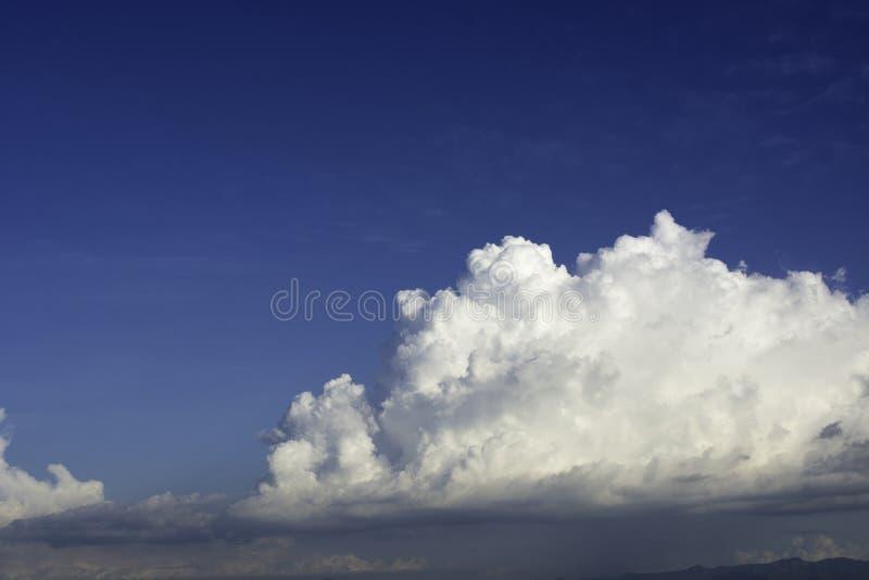 fondo delle Cielo-nuvole fotografia stock libera da diritti