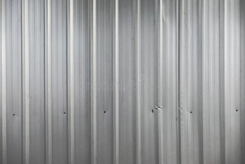 Fondo di alluminio di struttura della lamina di metallo, struttura dello zinco, superficie di metallo nelle linee immagine stock