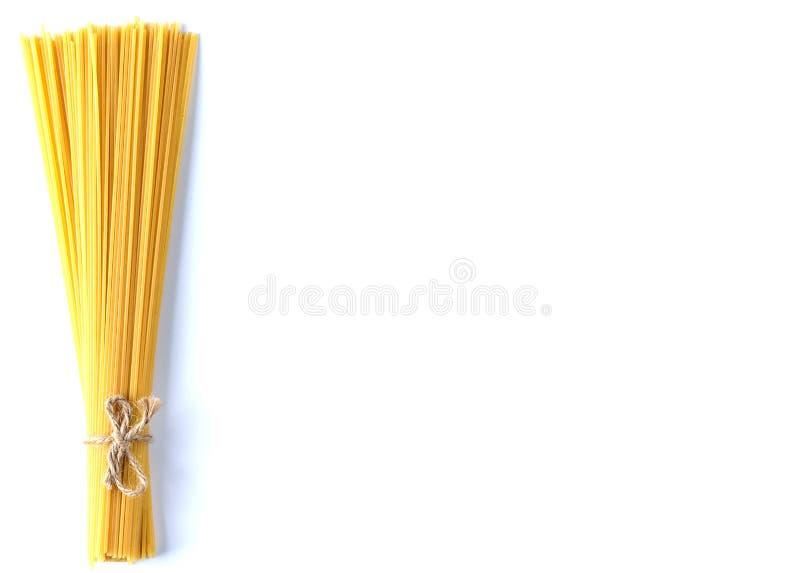 Fondo di bianco isolato spaghetti di vista superiore fotografia stock