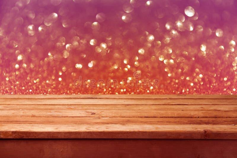 Fondo di Bokeh con la tavola di legno vuota della piattaforma Priorità bassa di natale immagini stock libere da diritti