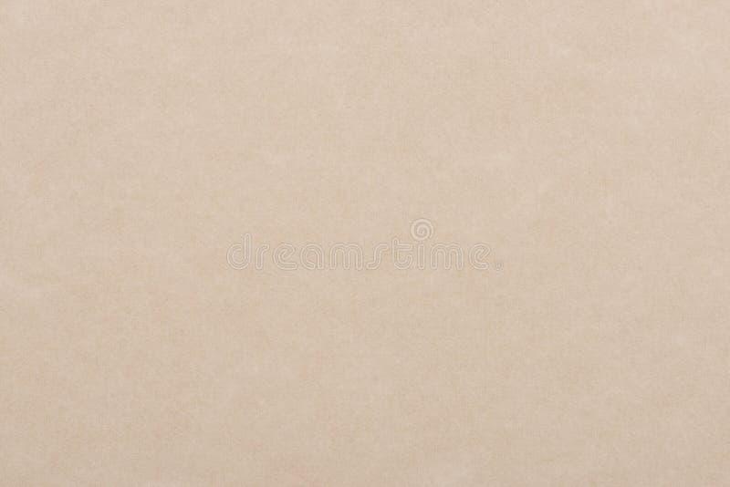 Fondo di carta beige leggero Strato strutturato da un vecchio libro immagini stock