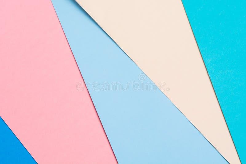 Fondo di carta geometrico variopinto Un concetto di origami di cinque colori di carta Contesto pastello strutturato fotografie stock libere da diritti