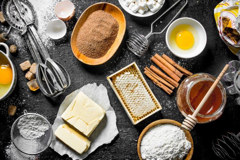 Fondo di cottura Farina e vari ingredienti per pasta immagini stock