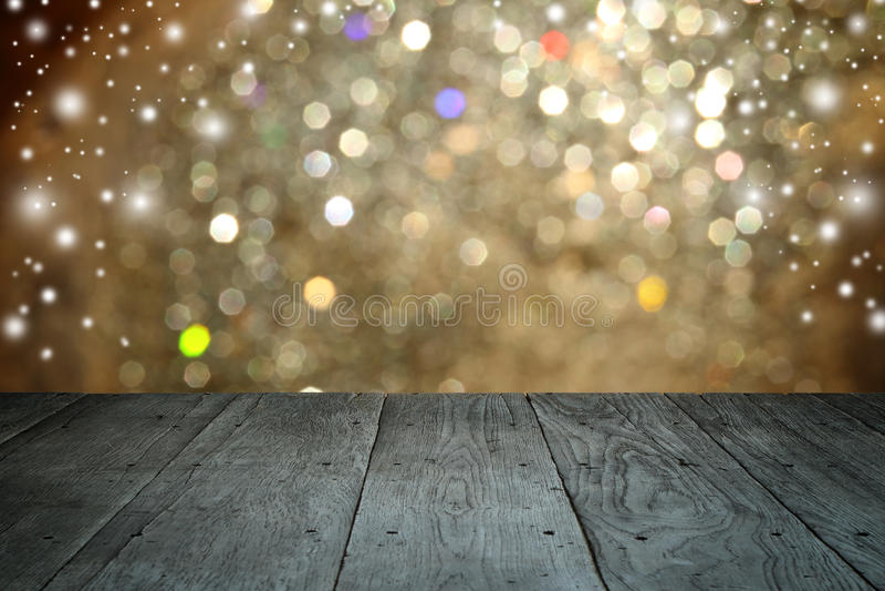 Fondo di festa di Natale con la tavola di legno vuota della piattaforma immagine stock