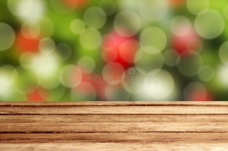 Fondo di festa di Natale con la tavola di legno vuota sopra festiv fotografia stock libera da diritti