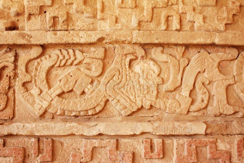 Fondo di lerciume con struttura dello stucco e la scultura di bassorilievo di fotografie stock libere da diritti