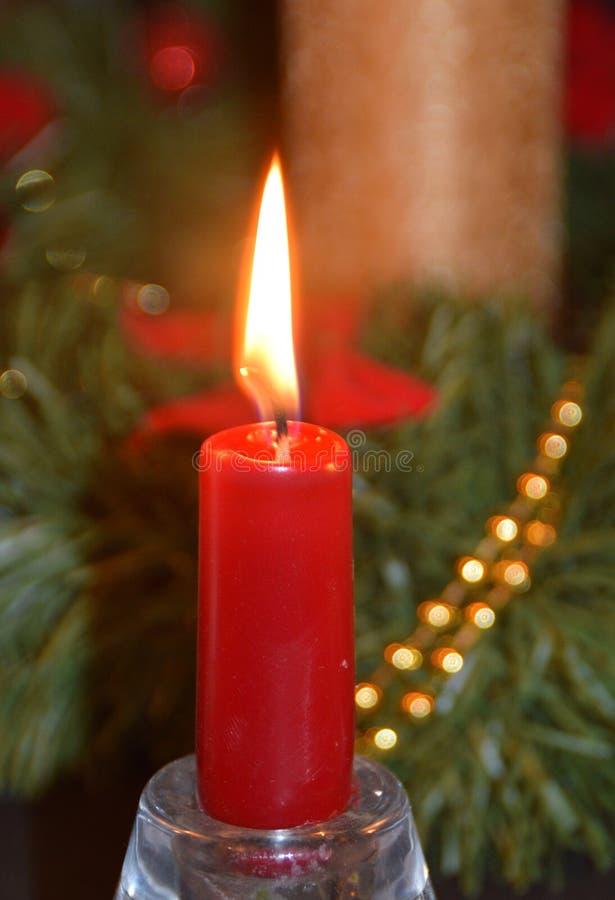 Fondo di Natale con la prima candela di arrivo fotografia stock