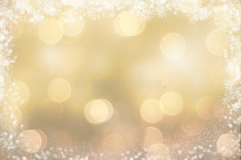 Fondo di Natale dell'oro con il confine nevoso illustrazione vettoriale