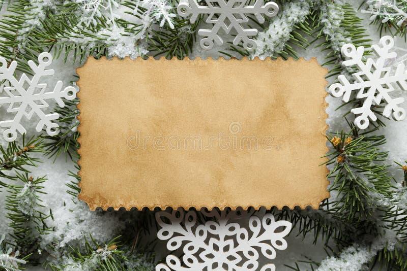 Fondo di Natale - strato di carta fatto a mano, fiocchi di neve immagini stock libere da diritti