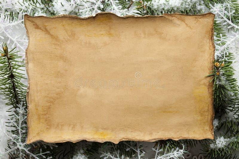 Fondo di Natale - strato di carta fatto a mano, fiocchi di neve fotografie stock