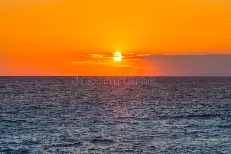 Fondo di paesaggio del cielo e del mare di tramonto bello immagini stock libere da diritti