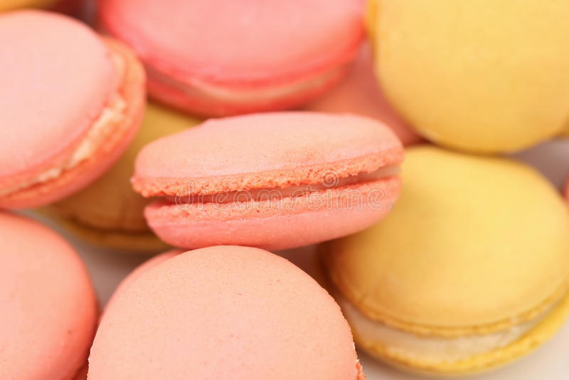 Fondo di parecchi vari dolci del macaron. fotografie stock
