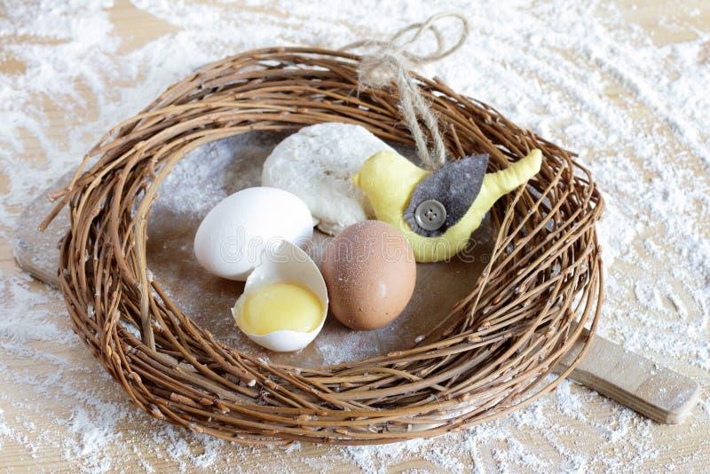 Fondo di Pasqua con l'uccello fotografie stock libere da diritti