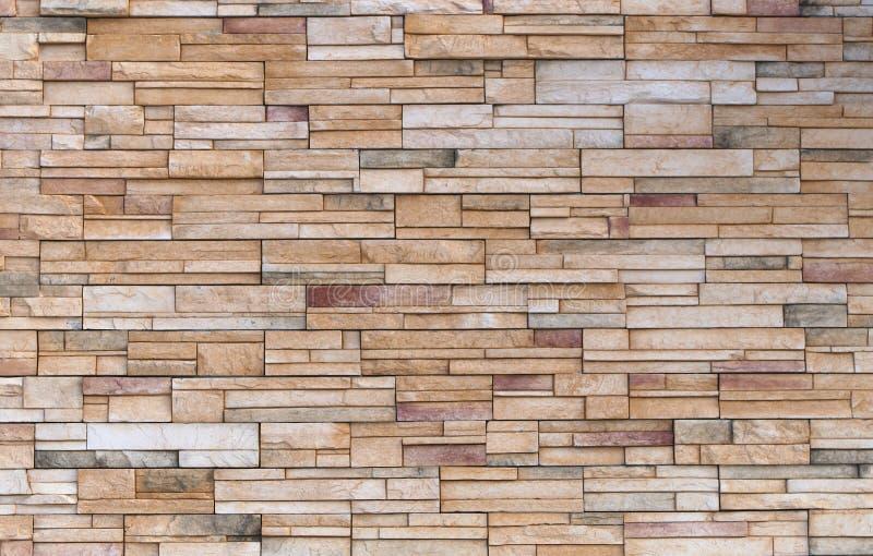 Fondo di pietra beige di struttura della roccia di parete del blocchetto del mattone immagine stock
