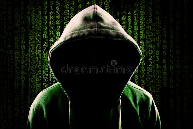 Fondo di programmazione anonimo incappucciato anonimo di codice del pirata informatico di computer immagini stock libere da diritti