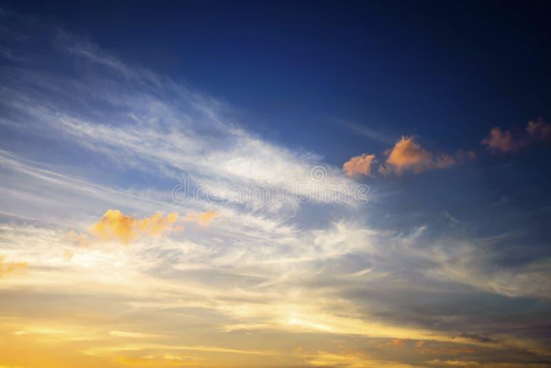Fondo di scena del cielo di primo mattino immagini stock libere da diritti