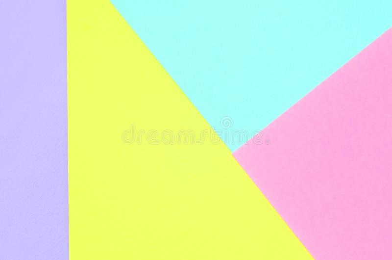 Fondo di struttura dei colori pastelli di modo Carte geometriche viola, gialle e blu di rosa, del modello Estratto minimo fotografia stock