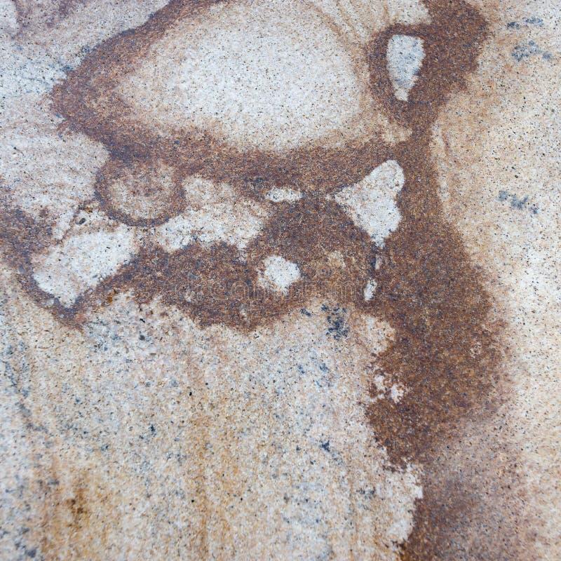 Fondo di struttura modellato marmo per progettazione Vecchia pietra con coloritura ricca fotografie stock