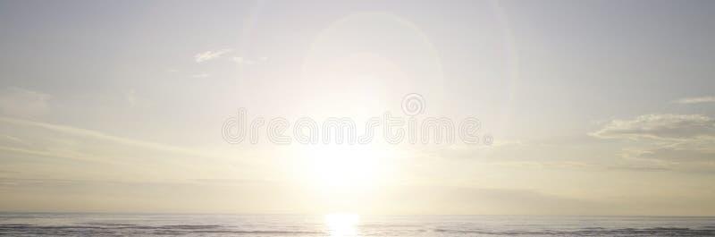 FONDO di Sun e dell'oceano immagine stock