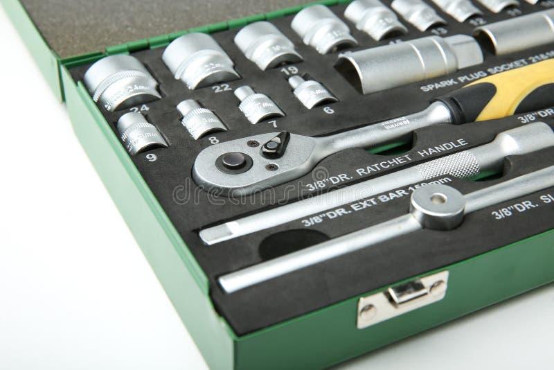 Fondo di un insieme delle chiavi a bussola nella cassetta portautensili immagini stock