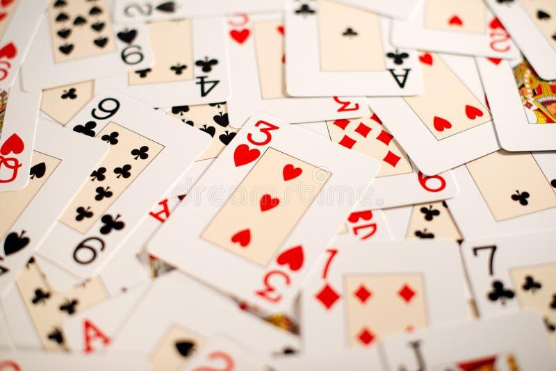Fondo di una diffusione casuale delle carte da gioco fotografie stock