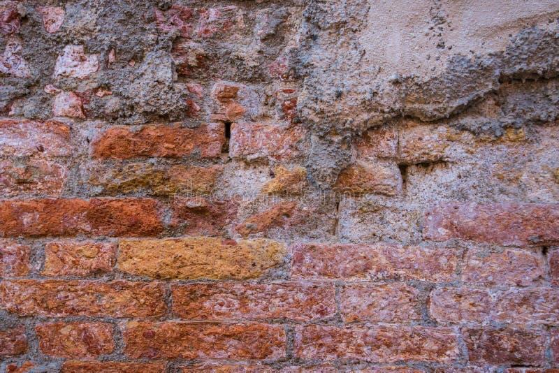 Fondo di vecchia struttura del muro di mattoni della crepa immagine stock libera da diritti